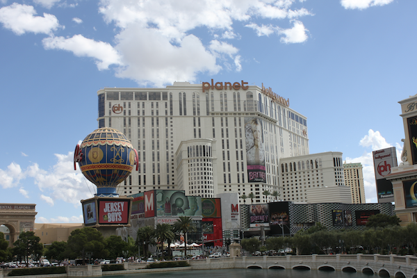 Gwen Stefani Shines at Planet Hollywood - The Unofficial Guides