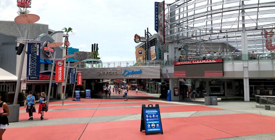 Socially Distanced Universal Orlando Dining citywalk featured