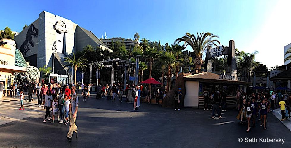 Hollywood Studios Jurassic Park Tiki bar